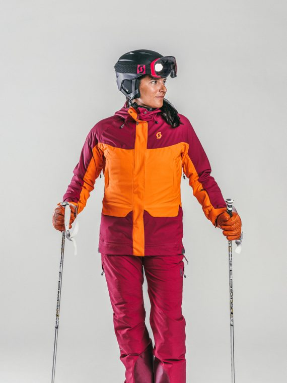 Oxygène Ski & Snowboard School | Lady Skier with Helmet 2