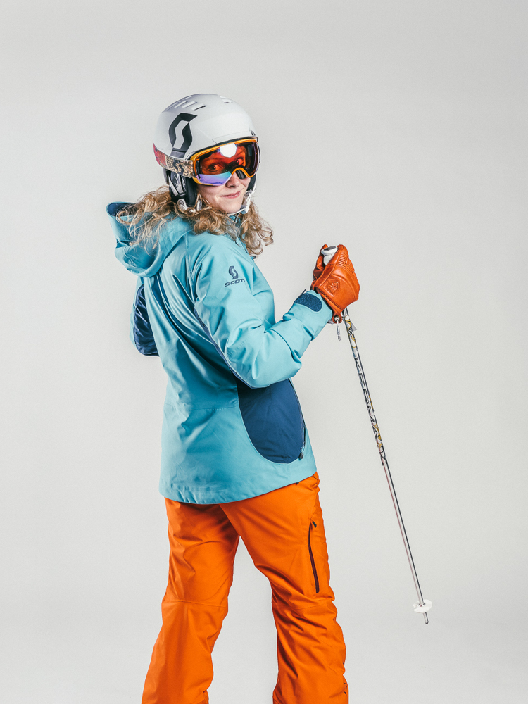 Oxygène Ski & Snowboard School | Adult Ski Helmet & Poles 2