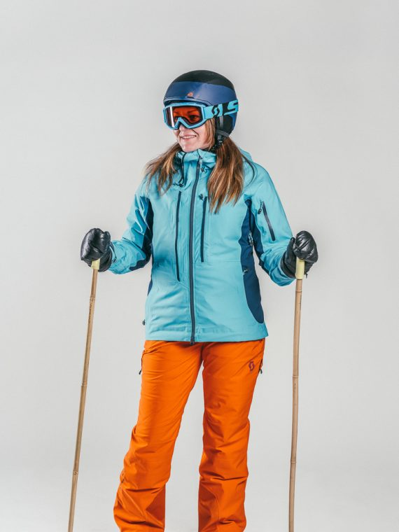 Oxygène Ski & Snowboard School | Female Adult with Helmet