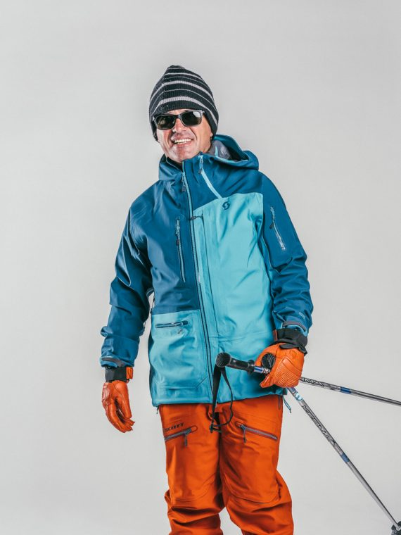 Oxygène Ski & Snowboard School | Adult with Ski Poles 2