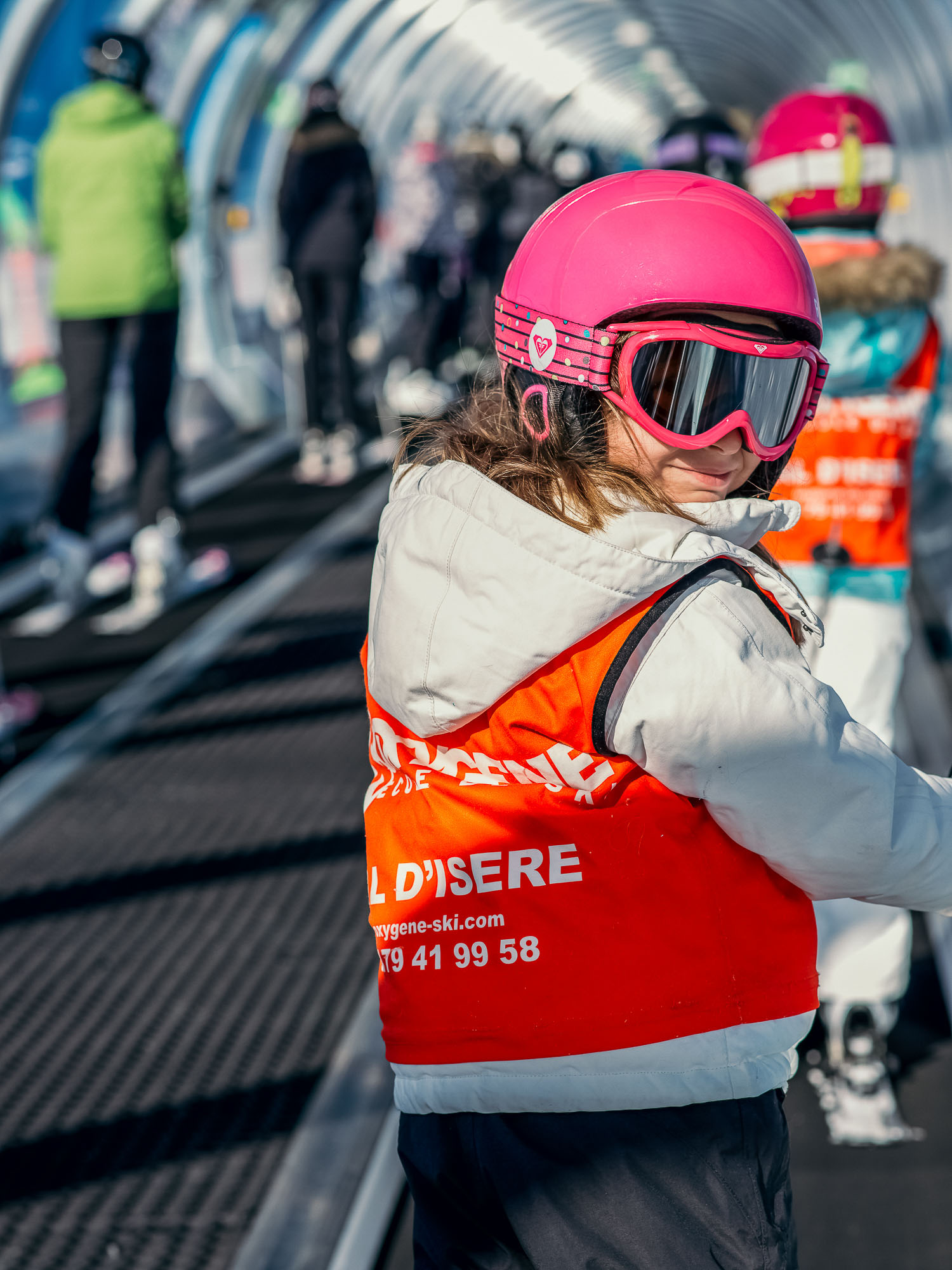 Oxygène Ski & Snowboard School – Children's Ski Lesson Pink Helmet