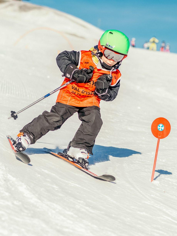 Oxygène Ski & Snowboard School Boy Skiing