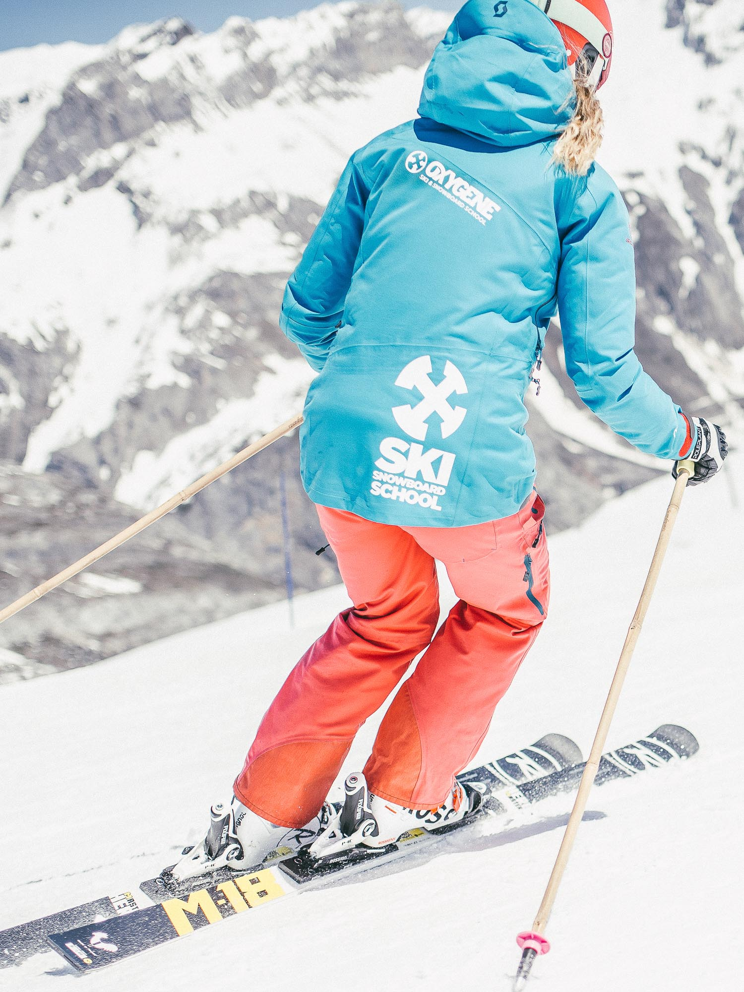 Oxygène Ski & Snowboard School – Female Instructor Oxygène Logo