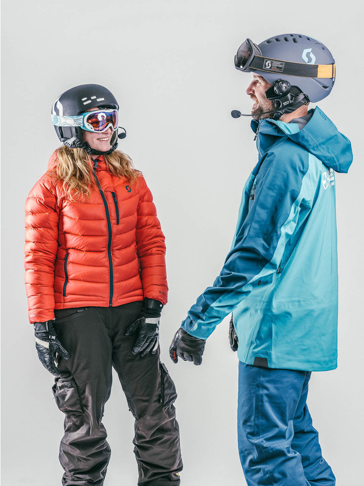 Oxygène adaptive skiing instructor with headset