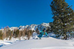 Skieuse en poudreuse, monitrice ski Oxygène
