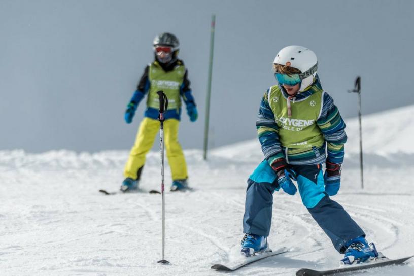 enfants ski slalom Oxygène école de ski Savoie