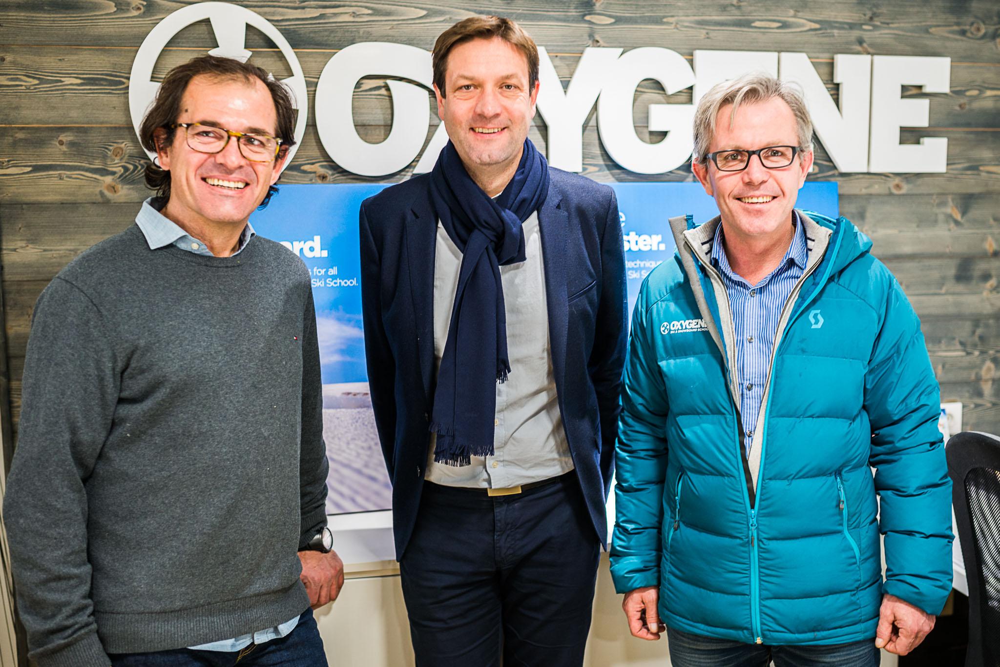 Monsieur le maire de Moutiers Fabrice Pannekoucke et Pierre et Bertrand de Monvallier, co-fondateurs Oxygène ski