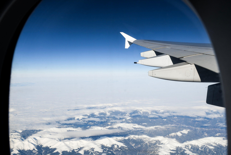 FLYING TO SKI RESORT - vol avion voyage ski