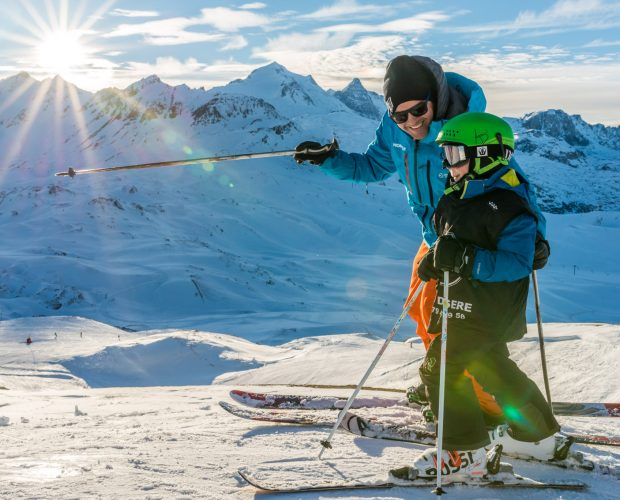 moment de partage entre moniteur de ski oxygene et son élève