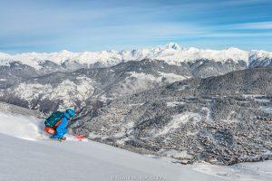 moniteur de ski oxygene en sortie hors piste sur le domaine des 3 vallées