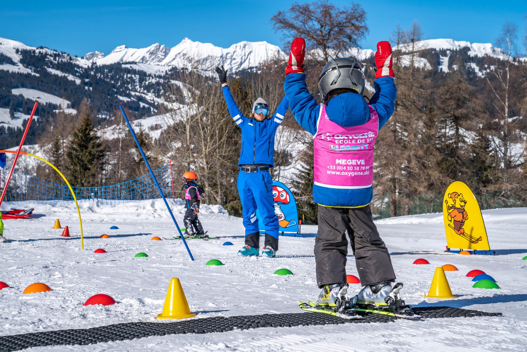 Beginner children ski lessons